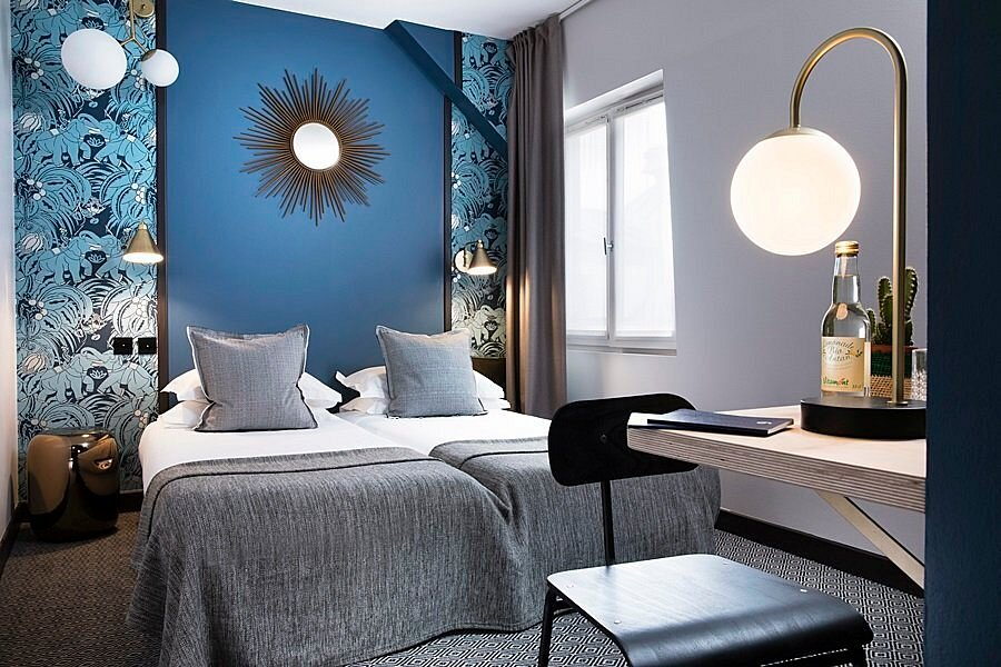 695719-guest-room